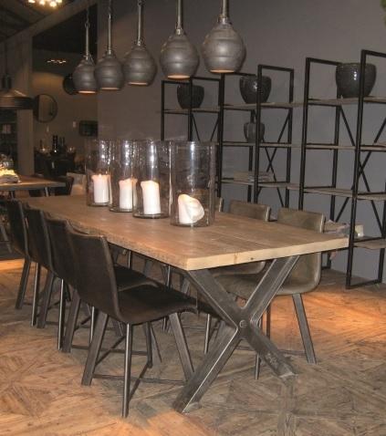 Mesa de comer con tapa de madera y base de metal kiveka for Bases de mesas cromadas